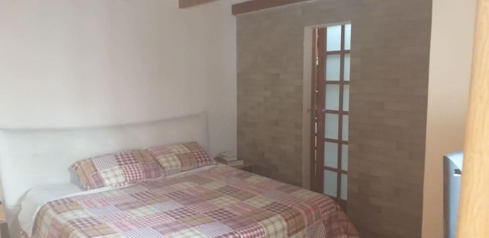 Hermosa habitación en Cumbayá con baño y acceso