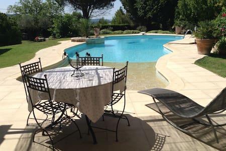 Appartement avec piscine au calme - ヴロー (Velaux) - 一軒家