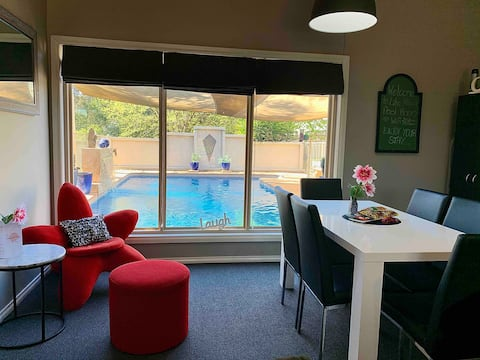 Pool Room, Lake Albert, sleeps 6