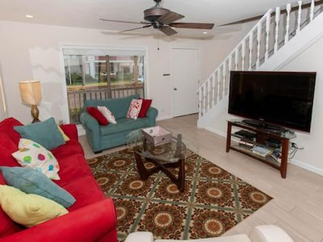 Fully updated condo in the heart of Gulf Shores!