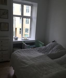 In Copenhagen center. An apartment with canal view - Apartment