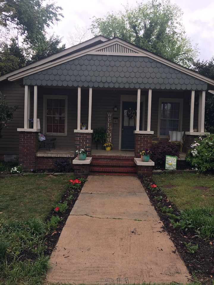 MASTERS Listing: Cute Cottage in downtown NA