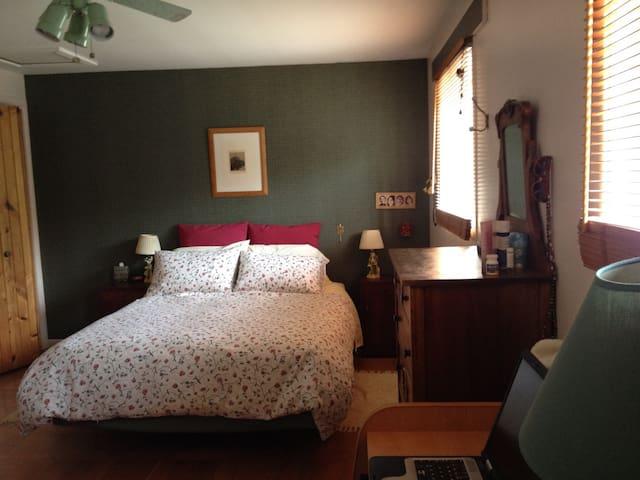Chambre verte à l'étage