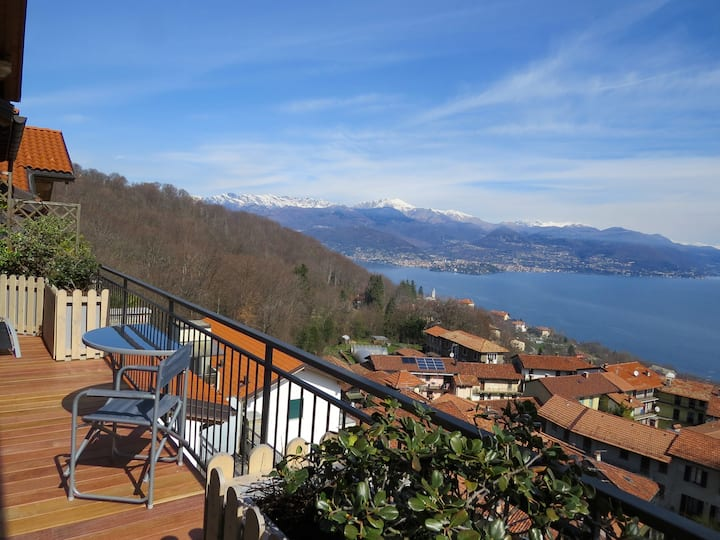Penthouse San Rocco luxury apartment with wonderful lake view over Stresa