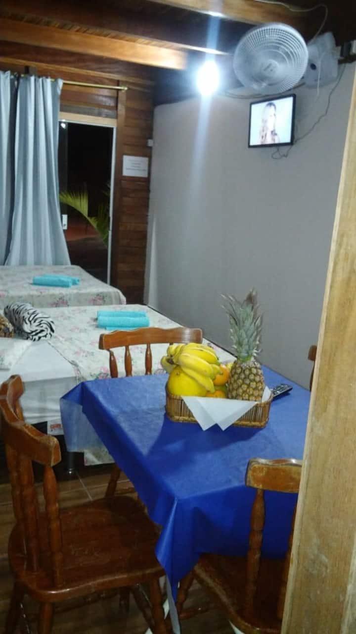 Quarto 02,com 2 camas de casal,banheiro e cozinha