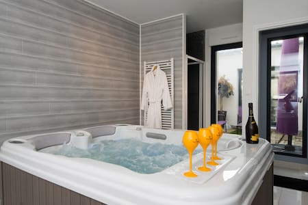 Trendy address in Champagne & Jacuzzi - Ay