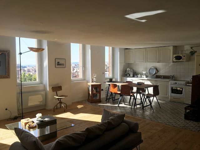 Sunny duplex, view of Marseille and the sea