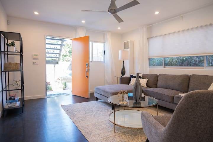 NEW! 2BR Venice Beach Condo Few Steps to the Beach