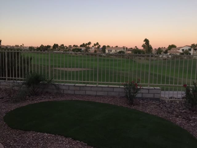 Spacious & Quiet Henderson Townhome on Golf Course