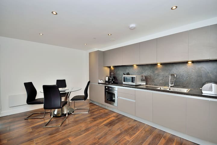 Contemporary two bed apartment - Manchester - Salford - Apartment