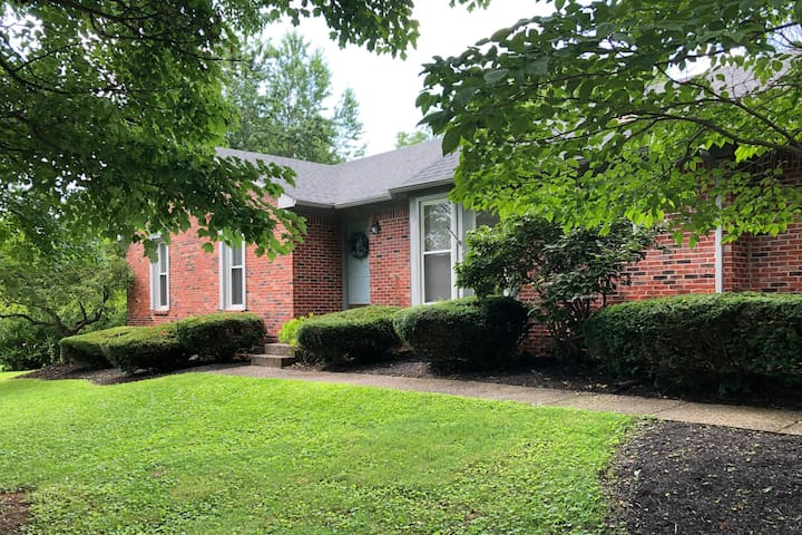 Charming home in East Louisville!