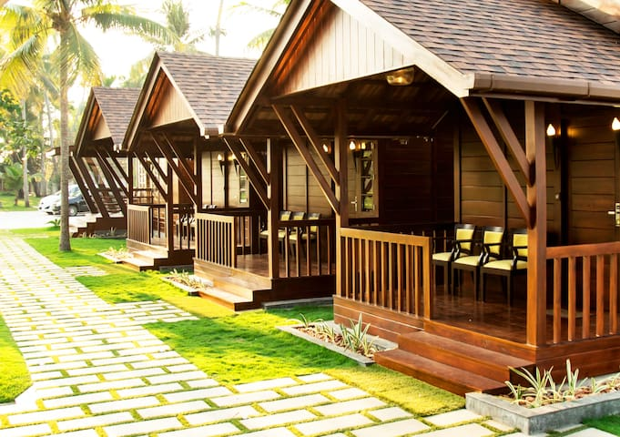 Wooden Cottage with Jacuzzi at Cherai