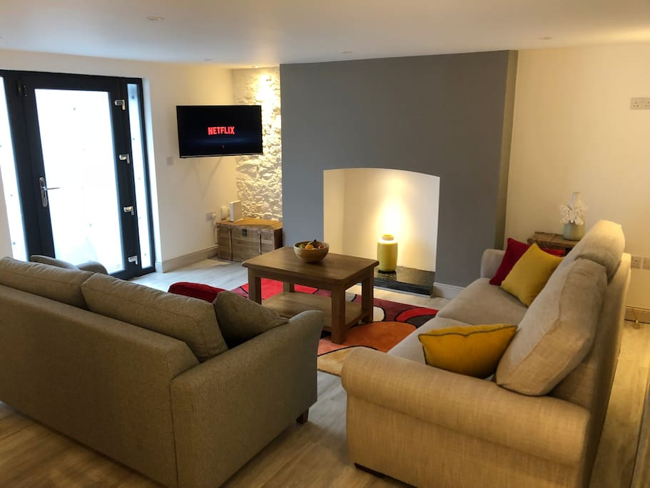 Open plan living/dining room with sofa which can be transformed into a large double bed. Netflix, Irish & British TV, YouTube app on TV also available.
