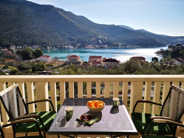 Waterfront apartment with private parking  LeMi
