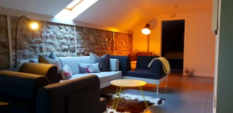 Beautiful Converted Barn perfect for 3 Peaks!