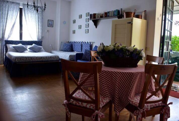Ortensie Blu BnB / Apartament 8 km da Lago di Como
