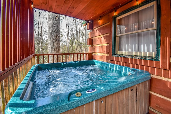 Moonshiner Cabin WIFI ❤️ Hot Tub | Fireplace| 4kTV