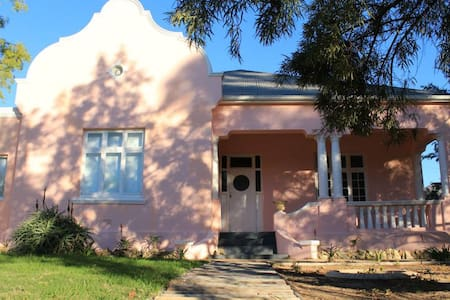 Pink Lady Accommodation - Villiersdorp - House