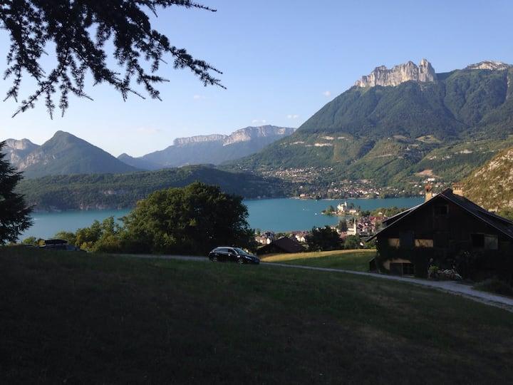 Chalet, vue imprenable lac d'Annecy