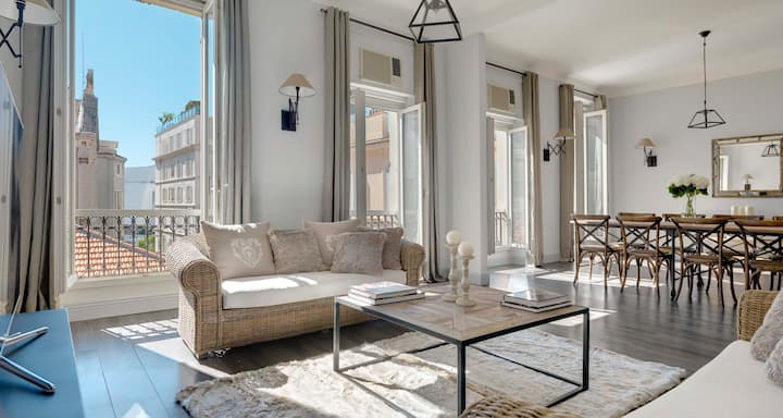 Napoleon - Red Carpet Apartment, Cannes