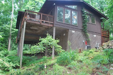 Cabin in the Woods-Hot Tub Treehouse Near Winery - Linden - Sommerhus/hytte