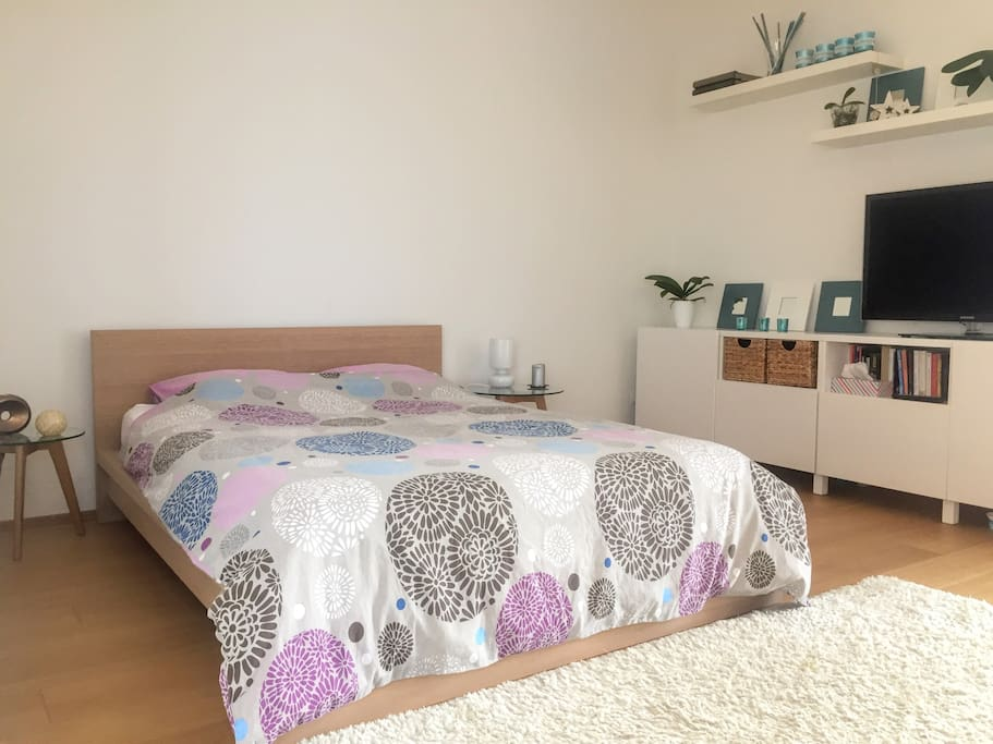Double size bed, 140 cm wide