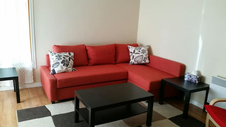 Cozy 2 bdm apt in quiet area
