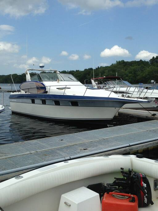 33 Ft Cruiser Yacht With Top of the Line Paddle Board Included!