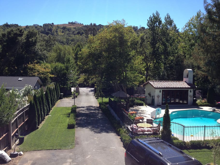 picture of the poolhouse from upstairs balcony