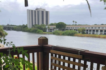 Riverfront Apartment in River Heights, Tampa