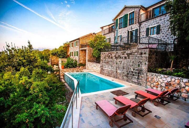 Klinci Village Resort - Top View Suite