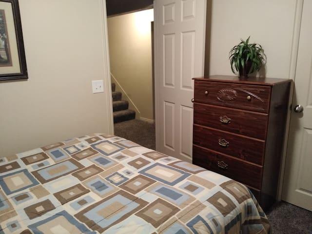Comfortable Private Room in Quiet Saratoga Springs