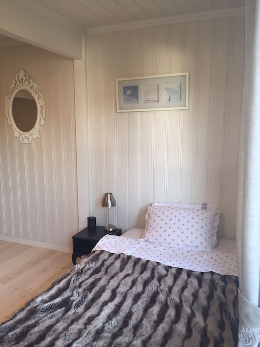 The room has a double bed and a single bed. If you find the double bed to narrow there is an additional camp bed- which is very comfortable