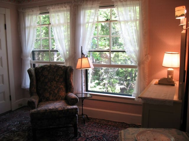 Cozy Room in 1889 Inn by Acadia - Northeast Harbor - Bed & Breakfast