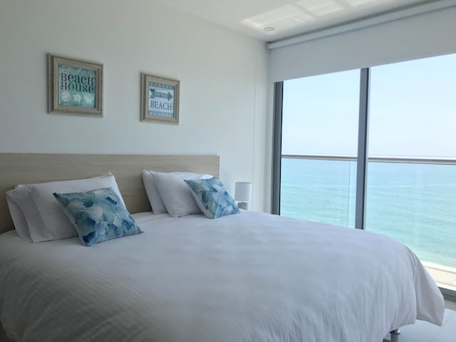 Beautiful 1BR In front of the Beach