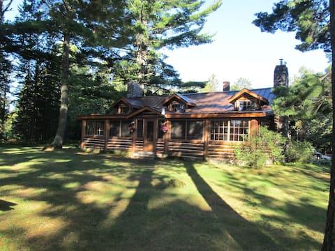 Classic Lodge on Private Lake