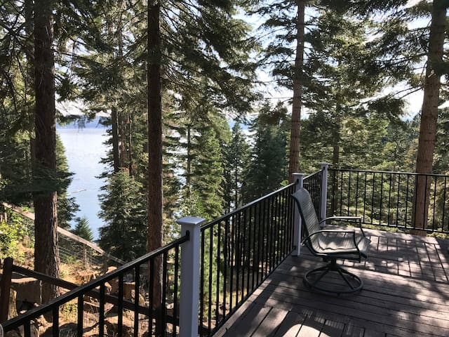 Almanor Retreat, huge deck + kayaks/paddle boards