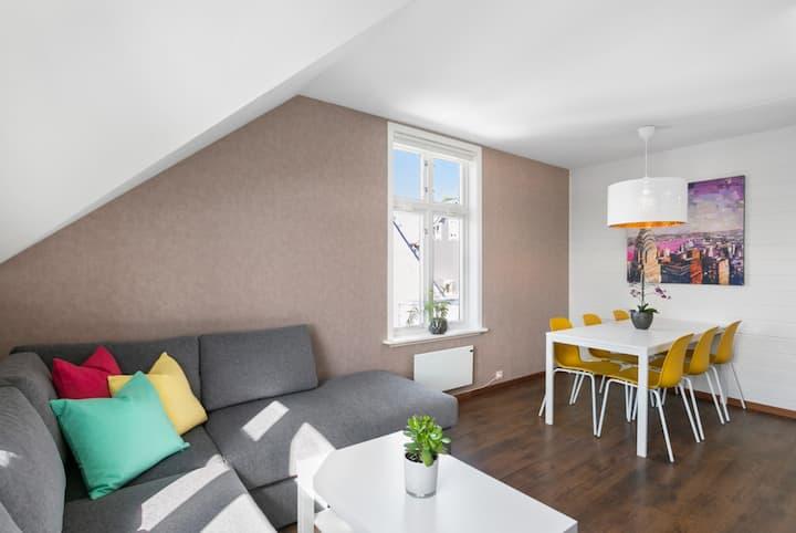 Stor leilighet med 5 soverom, 2 bad og takterrasse