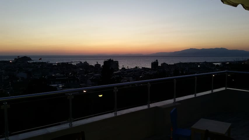 MUHTESEM MANZARALI MERKEZİ KONUM - kusadasi - Loft