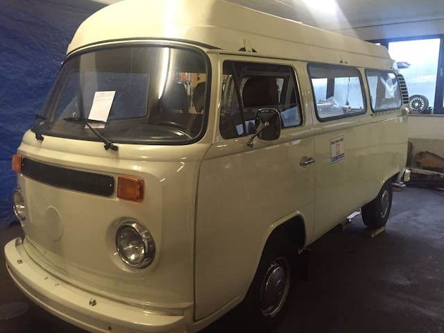 VW T2 Wohnmobil Bulli im Garten - Petershagen - Asuntoauto