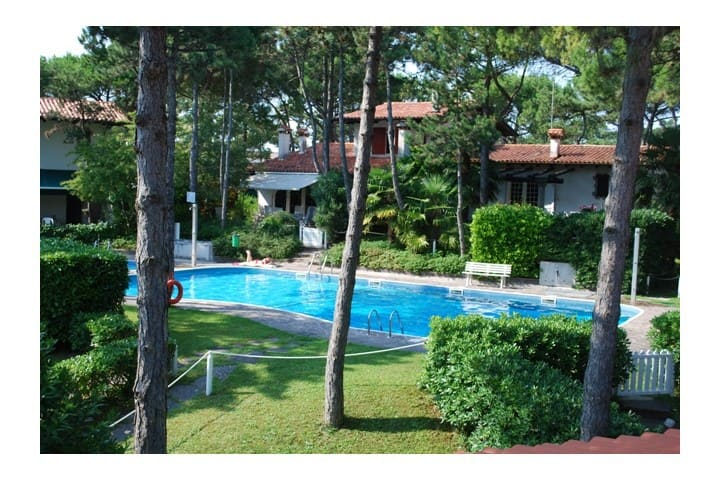 House with swimming pool. Perfect  for families