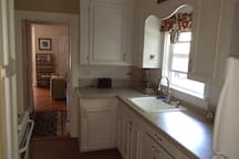 Monthly Summer Rental- Rockland downtown apt.