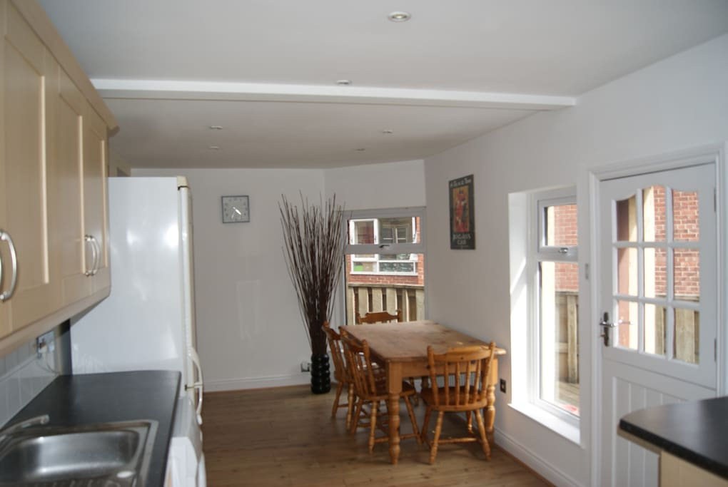 2 double bed town centre apartment appartements louer for Perfect kitchen harrogate
