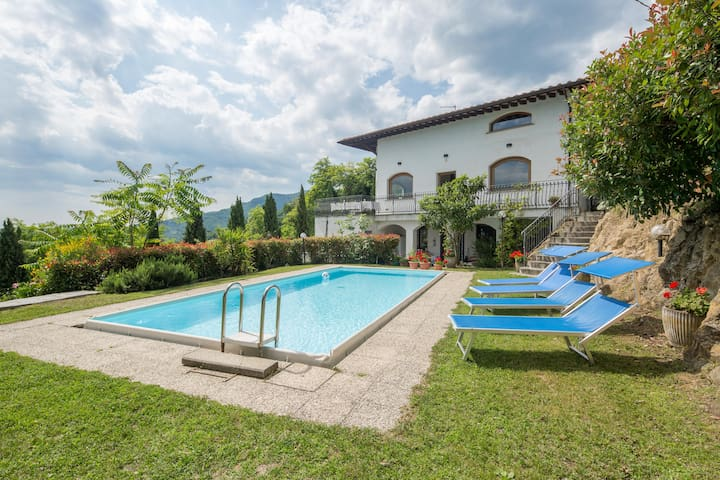 Independent house, large garden&private pool