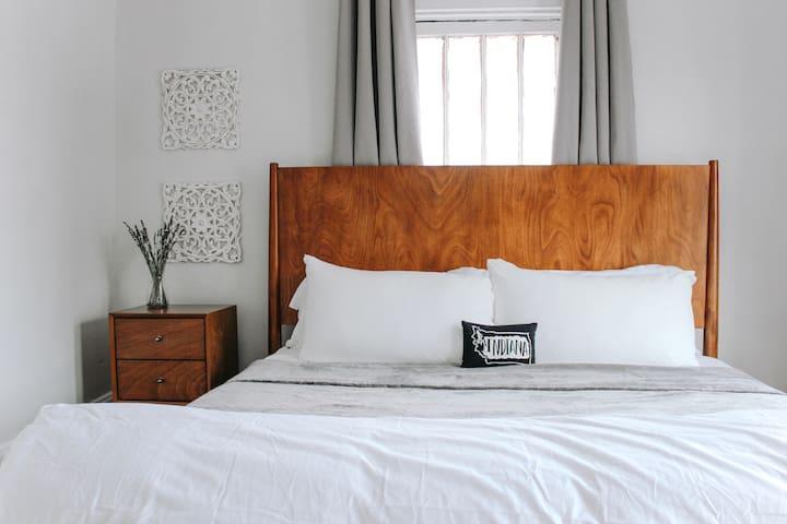 1st bedroom- King bed