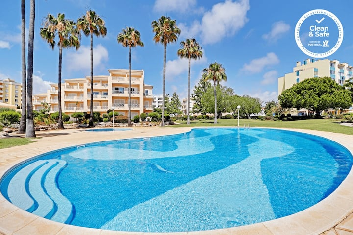 VILAMOURA PALM TREE WITH POOL by HOMING