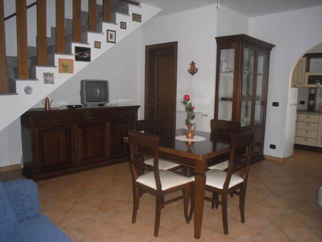 Lovely villa on 2 levels - Ladispoli - Villa