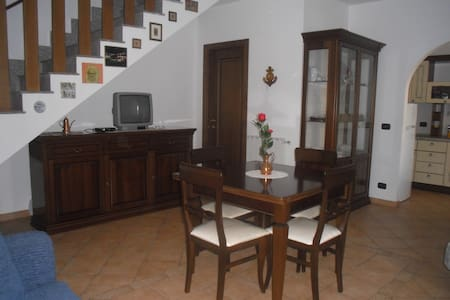 Lovely villa on 2 levels - Ladispoli - Villa