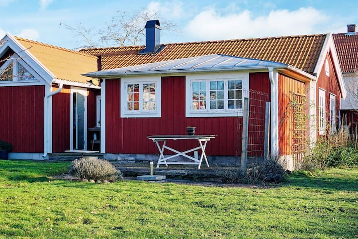4 person holiday home in MÖRBYLÅNGA