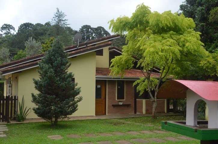 Casa aconchegante e no centro. - Monte Verde - Haus